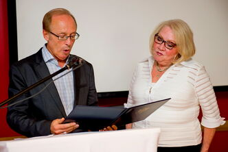 Mayor Sam Katz (right) and Gwen Secter President Judy Kaplan.