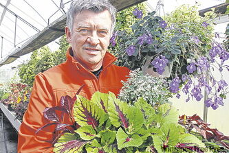 Ken Beattie, Assiniboine Park's renowned horticulturist, will be a feature speaker Saturday and at Friday night reception for the  the upcoming Gardening Weekend at the Assiniboine Park Conservatory.
