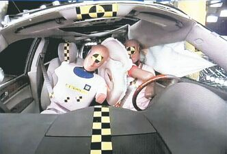The front centre airbag is designed to protect the driver and front-seat passenger.