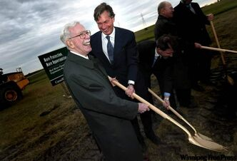 Former premier Duff Roblin and then-premier Gary Doer laugh while