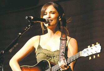 Kacey Musgraves has six CMAA nominations.