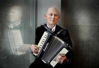 Accordionist Geoff Berner will bring his klezmer-punk witticisms to the West End Cultural Centre on Nov. 28.