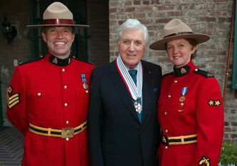 Former Let's Make a Deal host Monty Hall, seen here in 2003 with a couple of RCMP officers, would be an obvious choice for induction into the Manitoba Walk of Fame.