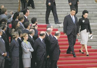 ABOVE: Peng Liyuan, accompanying her husband, President Xi Jinping of China, is the �International Best-Dressed,� says Vanity Fair magazine. RIGHT: Michelle Obama, with her husband, U.S. President Barack Obama, didn�t make the magazine�s list for the second year in a row.