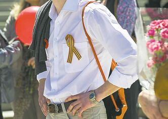 A man sports a St. George's Ribbon supplied through Russia's Canadian Embassy.
