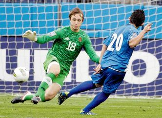 Canadian goalkeeper Michal Misiewicz (18) blocks a shot by El Salvador's Andres Flores Thursday in a 0-0 draw that has brought more questions than answers.