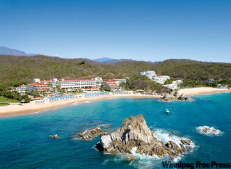 Dreams Huatulco Resort & Spa is perfectly located at Tangolunda Bay.