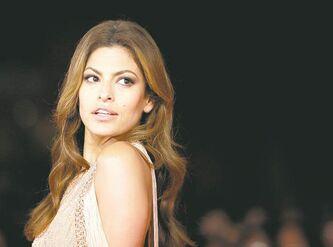 "Actress Eva Mendes poses on the red carpet as she arrives to attend the screening of the movie ""La petit Mouchoirs""   during the Rome Film Festival at Rome's Auditorium, Friday, Oct. 29, 2010. (AP Photo/Alessandra Tarantino)"