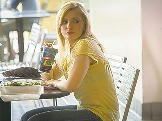 Abigail Breslin as the kidnap victim.