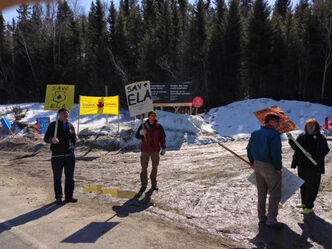 Supporters did some last-minute protesting over the weekend against the federal government's decision to stop funding the Experimental Lakes Area.