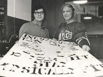 In 1973 while at the U of M, Glimcher posed for a photo with Winnipeg Jets and World Hockey Association star Bobby Hull to promote participation intramurals.