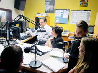 Students from École St. Eustache went on the air at Envol 91.1FM in Winnipeg.