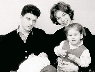 Carole King with then husband Gerry Goffin, Louise and baby Sherry.