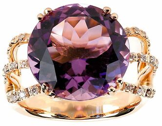 A round-cut  amethyst paired  with smaller diamonds will catch the eye of those seeking brilliant colours in their jewelry.