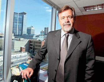 Manitoba Securities Commission chairman Don Murray sets potential investors wise to fraudsters' ways.