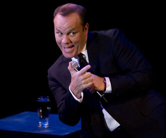 Headliner Tom Papa