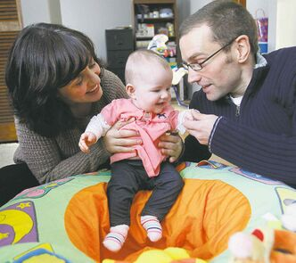 Anabela Lopes and Matt Solvason with their daughter Charlotte.