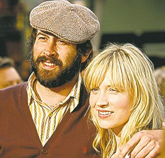 Jason Lee and Beth Riesgraf.