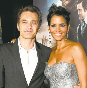 Olivier Martinez, left, and Halle Berry
