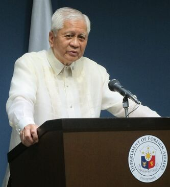 Philippine Foreign Affairs Secretary Albert del Rosario addresses the media during a news conference Wednesday, July 31, 2013, in Manila, Philippines where he said that he has reversed an earlier recommendation and now wants Filipino peacekeepers to stay in the volatile Golan Heights for at least six months after the United Nations promised to bolster their safety. Del Rosario asked President Benigno Aquino III in May to withdraw the some 340 Filipino peacekeepers from Golan due to escalating hostilities between Syrian rebels and government troops in the U.N.-patrolled buffer zone that separates Syria from the Israeli-occupied plateau. (AP Photo/Jim Gomez)