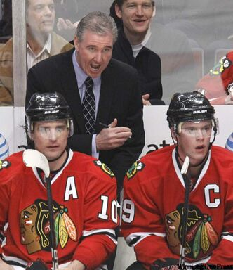 Chicago Blackhawks assistant coach Mike Haviland, centre, talks to Patrick Sharp, left, and Jonathan Toews.