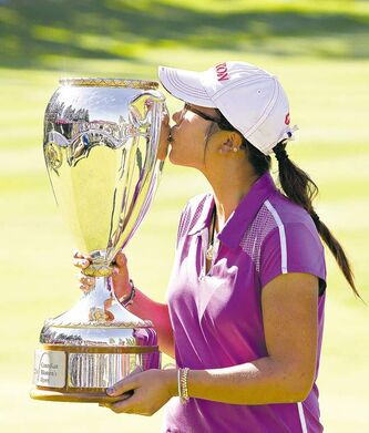 Lydia Ko kisses the trophy after winning the LPGA Canadian Women;s Open in Edmonton on Sunday.