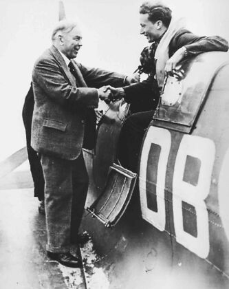 Mackenzie King greets Bill Ash, an American who served in the Spanish Civil War and who had an action-filled career in the RCAF during the Second World War. Ash died earlier this year.