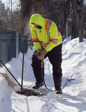 In this file photo, a city worker thaws frozen pipes, which have plagued hundreds of Winnipeggers this winter. North Kildonan Coun. Jeff Browaty said the city should waive the $305 fee assessed to all private landowners to thaw frozen water pipes.