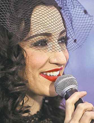 Lindi Ortega performed a fun, kick-back performance with the WSO.