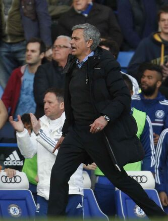 Chelsea manager Jose Mourinho tears into the referee Saturday.