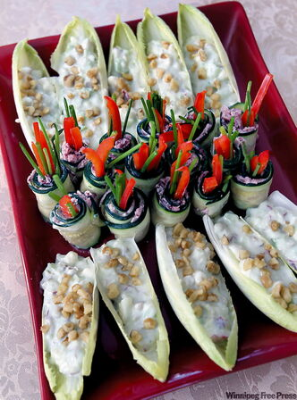 Zucchini rolls with herbed goat cheese and red pep­per