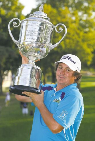 Jason Dufner found a way to fend off the collapse that cost him the 2011 PGA Championship.