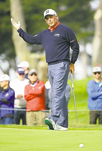 Fred Couples slides a birdie putt by on the sixth green Sunday.