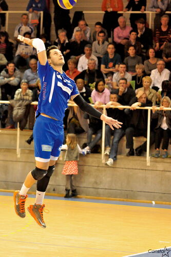 With the help of Jason DeRocco's spikes, the Saint-Nazaire Volley-Ball Atlantique club won the French second division championship this season .