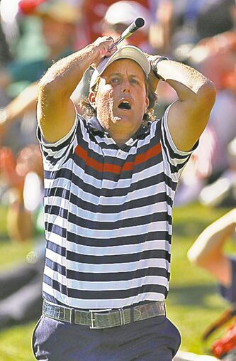 United States� Phil Mickelson reacts to missing a chip for birdie on the 17th hole while losing his match to Europe�s Justin Rose as Europe rallied to win the Ryder Cup at Medinah Country Club in Medinah, Illinois on Sunday, September 30, 2012. (Scott Strazzante/Chicago Tribune/MCT)
