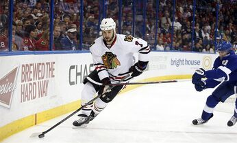Chicago Blackhawks defenseman Brent Seabrook (7) evades Tampa Bay Lightning center Steven Stamkos (91) while controlling the puck during the second period of an NHL hockey game Friday, Feb. 27, 2015, in Tampa, Fla. (AP Photo/Brian Blanco)