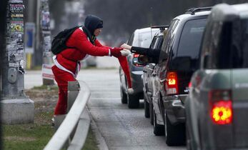 Gord Steeves wants to make it illegal for people to solicit occupants of vehicles.