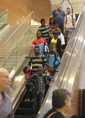 RUTH BONNEVILLE / WINNIPEG FREE PRESS</p><p>A family of Congolese refugees arrives in Winnipeg. </p>