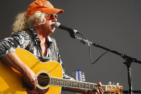 Veteran folk entertainer Arlo Guthrie was on hand. (TREVOR.HAGAN@FREEPRESS.MB.CA)