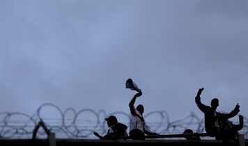 River Plate's fans cheer their team during an Argentine league soccer match against Velez Sarsfield in Buenos Aires, Argentina, Sunday, April 20, 2014. (AP Photo/Natacha Pisarenko)