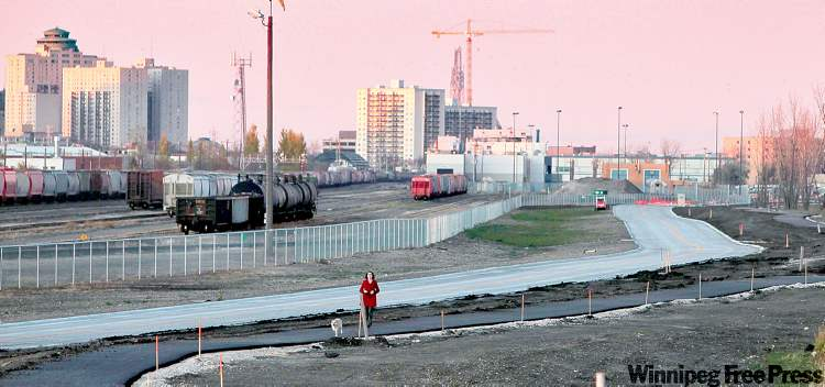 MIKE DEAL / WINNIPEG FREE PRESSThe Southwest Rapid Transit Corridor, now under construction, still needs funding for a second, six-kilometre phase that would run from Jubilee Avenue to Bison Drive.