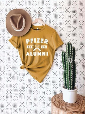 Online craft retailer Etsy is full of eye-catching pro-vaccination merch, such as this 'Pfizer alumni' T-shirt. (DoozyDoodle / Etsy)