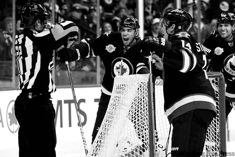 John Woods / The Canadian Press ArchivesThe Jets aren�t sure when Evander Kane (centre) suffered the concussion. Head coach Claude Noel doesn�t know how long he�ll be on the shelf.