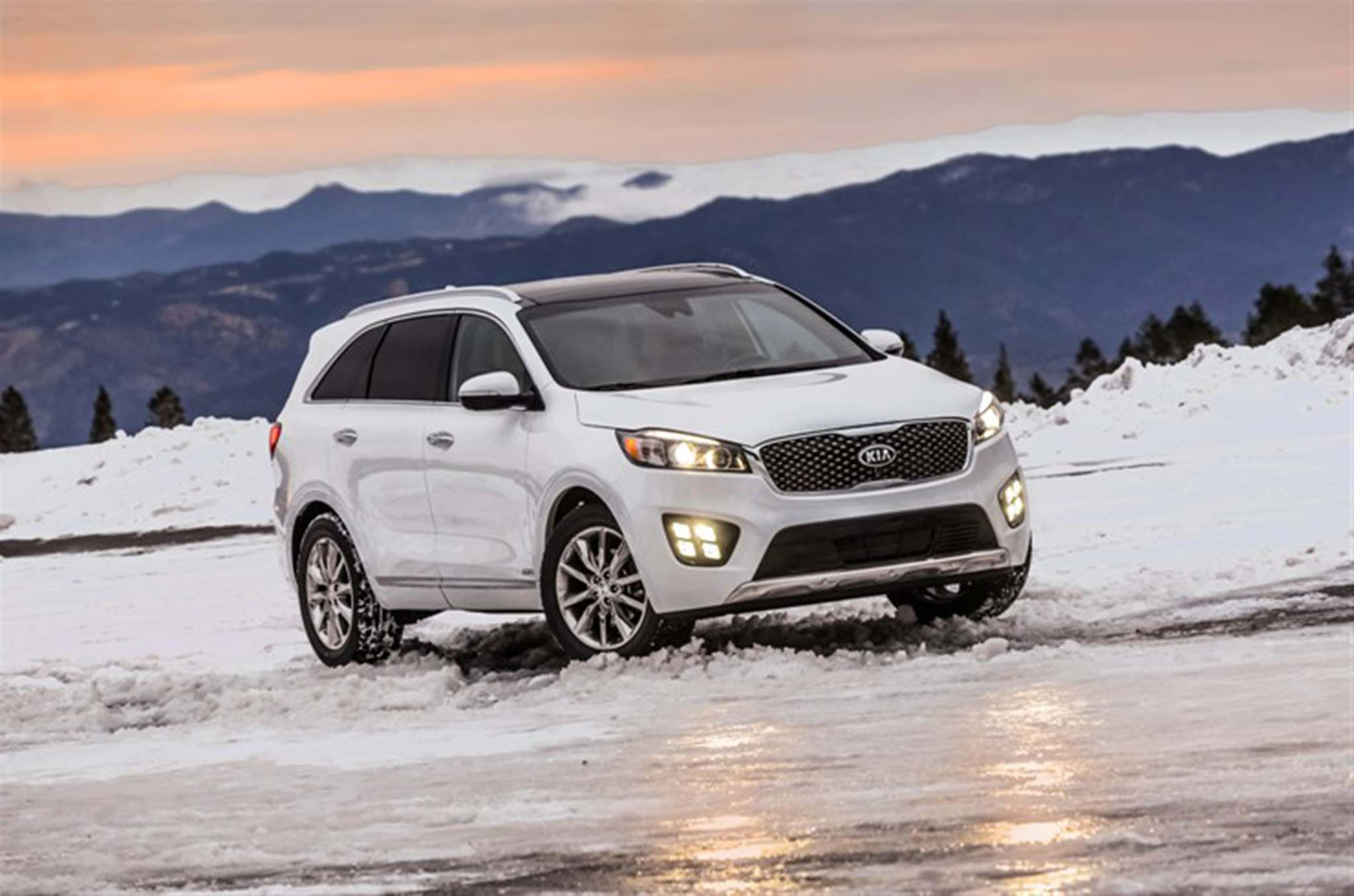 The 2016 Kia Sorento offers new technology previously unavailable on the Sorento, including vehicle stability control, forward collision warning and smart cruise control. (Photo courtesy Kia/TNS)