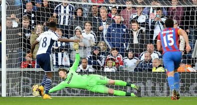 Crystal Palace's goalkeeper Wayne Hennessey fails to stop West Bromwich Albion's Saido Berahino, left, scoring from penalty spot, during their English Premier League soccer match at The Hawthorns, West Bromwich, England, Saturday, Oct. 25, 2014. (AP Photo/Martin Rickett, PA Wire) UNITED KINGDOM OUT - NO SALES - NO ARCHIVES
