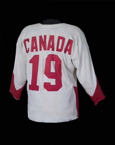 Canadian Museum of History, Artefacts</p><p>Paul Henderson's Summit Series jersey, worn in Moscow in 1972, is part of the Manitoba Museum's Hockey: The Stories Behind Our Passion exhibit.</p></p>