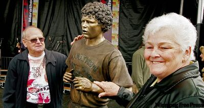Betty Fox and her husband, Rolly, at the unveiling of a bronze statue of their son, Terry, in 2005.