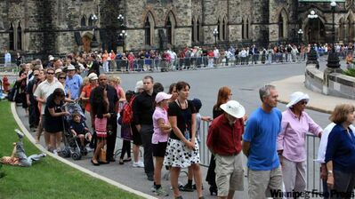 People line up on Parliament Hill to pay respects to late NDP Leader Jack Layton.