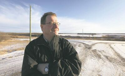 Ruth Bonneville / Winnipeg Free PressSpecial project manager Bob Green hopes to see wind turbines rise in the fields behind him this fall.