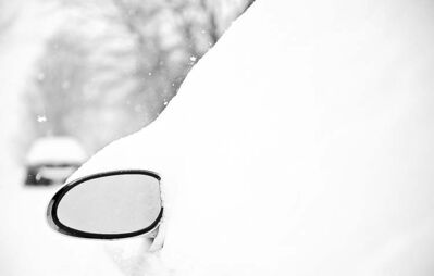 David Eulitt / MCTWhy bother clearing your car of snow before heading into traffic? It�s much more fun to drive blind.